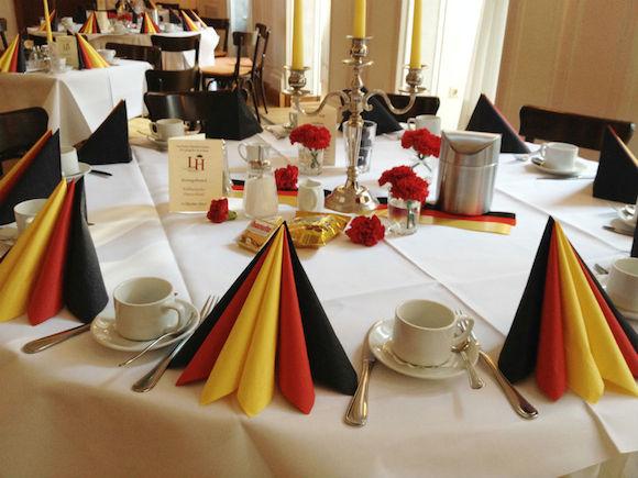 gastronomie marketing zum tag der deutschen einheit tischdeko servietten